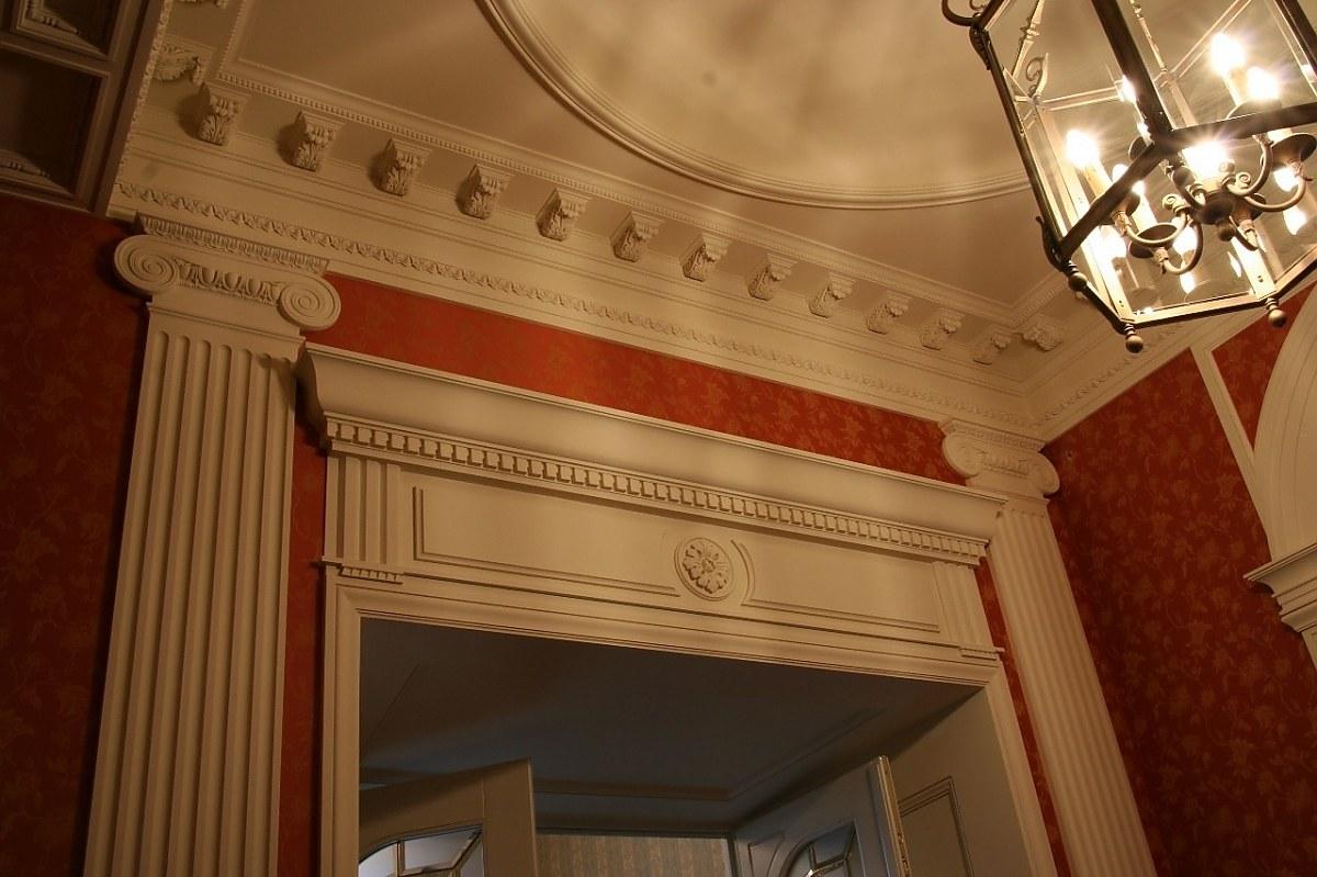 Декор для интерьера в современном стиле: Лепнина из легких материалов полиуретана и пенопласта