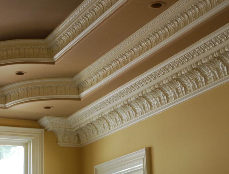Потолочные и напольные карнизы и плинтуса - идеальные элементы для визуального украшения стен и потолков