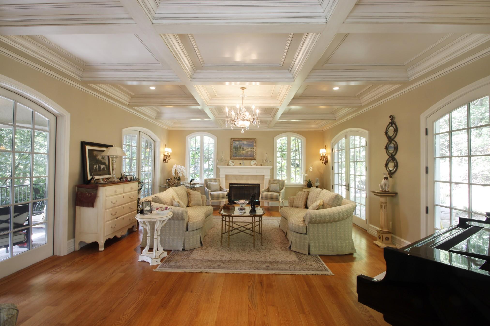 Лепнина в интерьере красивый кессонный потолок